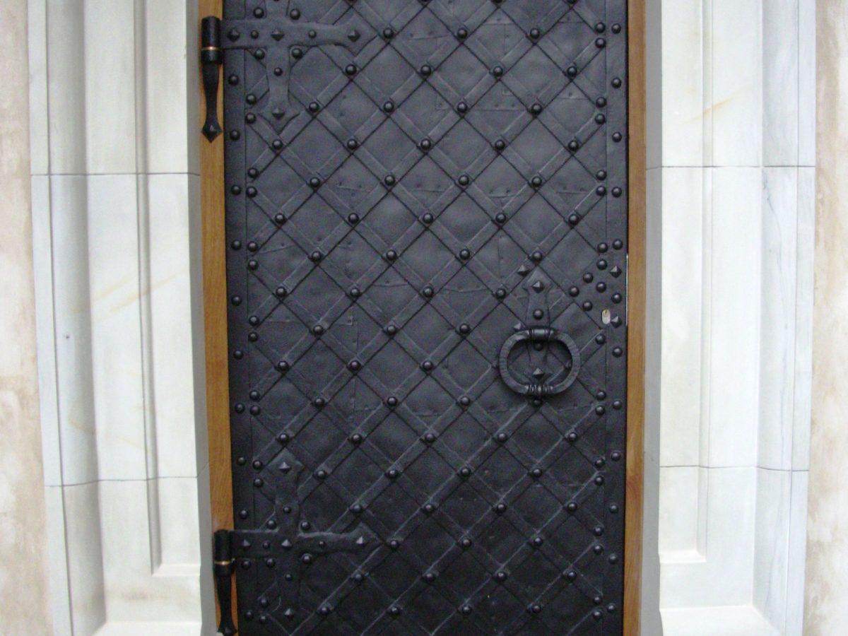 Durų apkaustai